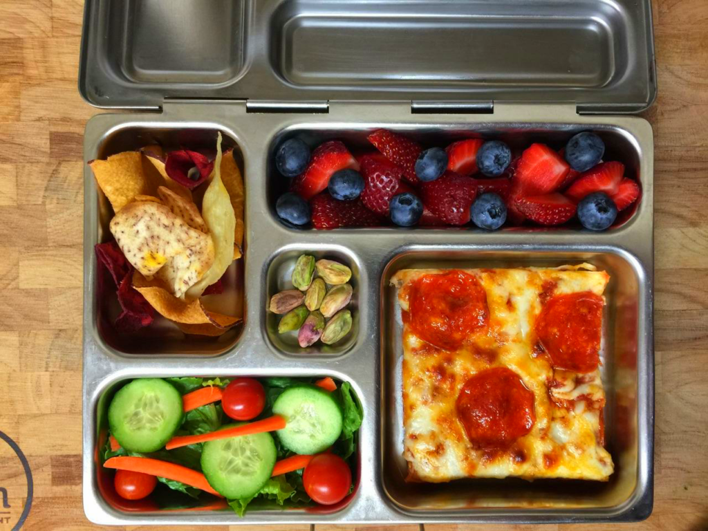 Small Pizza Lunches with Fruits and Vegatables